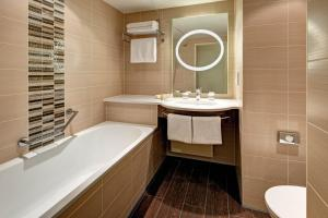 Een badkamer bij Hilton Garden Inn Frankfurt Airport