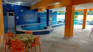 A piscina localizada em Hotel Canto da Riviera ou nos arredores