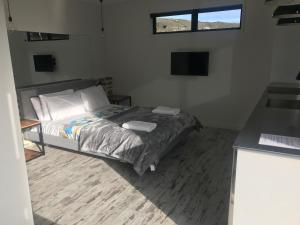A bed or beds in a room at Simply Stunning Studio 2 Apartment - sleeps two