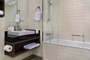 Et badeværelse på Citadines City Centre Frankfurt