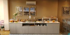 A restaurant or other place to eat at Hotel Maiuri