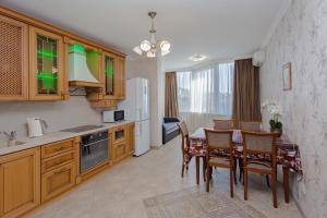 Кухня или мини-кухня в Apartament Kurortny prospekt