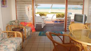 A seating area at Aruba Beach Villas