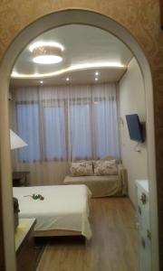 Кровать или кровати в номере Apartment on Kurortnyy Prospekt 75k1