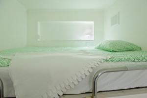 Кровать или кровати в номере Studio on Kirochnaya 12