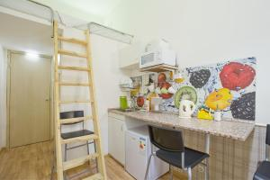 Кухня или мини-кухня в Studio on Kirochnaya 12