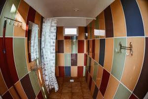 A bathroom at Sunny nights Hostel