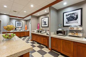 A restaurant or other place to eat at Hampton Inn & Suites Clovis