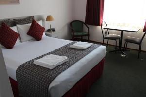 A bed or beds in a room at Hume Villa Motor Inn