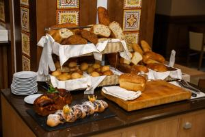 Breakfast options available to guests at Mirotel Resort and Spa