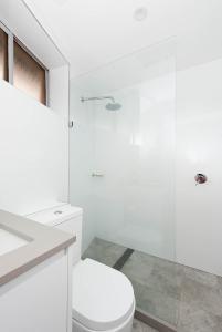 A bathroom at Right on Bondi