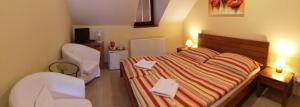 A bed or beds in a room at Penzion Delanta