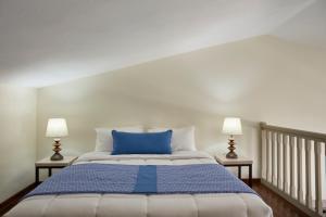 Säng eller sängar i ett rum på Skiathos Luxury Living