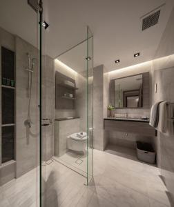 A bathroom at Le Grove Serviced Residences (SG Clean)