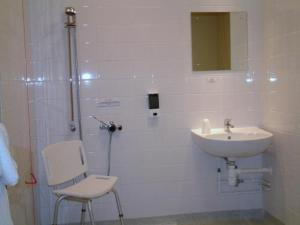 A bathroom at The Welcome Inn Rotherham/Sheffield