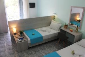 Ένα ή περισσότερα κρεβάτια σε δωμάτιο στο Ξενοδοχείο Ακτή - Λιακάδα