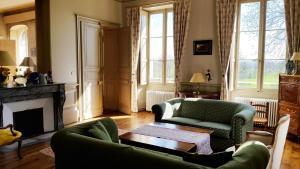 A seating area at Chambres d'hôtes au Château De Preuil