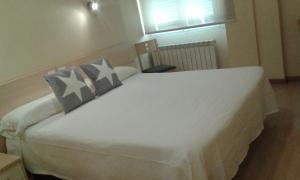 Cama o camas de una habitación en Hostal Europa