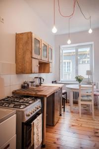 A kitchen or kitchenette at Dziesiątka