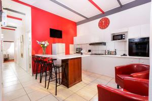 A kitchen or kitchenette at Best Western Cape Suites Hotel