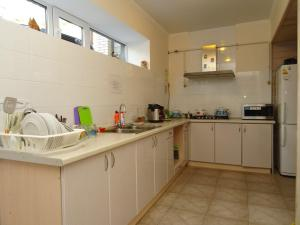 A kitchen or kitchenette at Iris Guest House