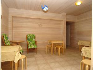A restaurant or other place to eat at Iris Guest House