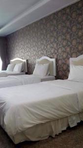 A bed or beds in a room at Baan Dara Resort