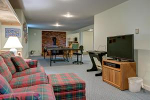 A television and/or entertainment centre at Nest on the Namequoit