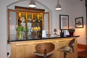 The lounge or bar area at Taunton House Hotel