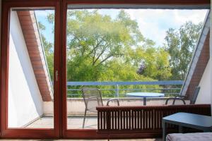 Ein Blick auf den Pool von der Unterkunft Hotel Zur Suhle oder aus der Nähe