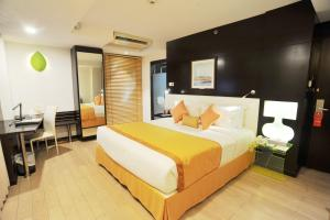 A bed or beds in a room at Platinum Residence