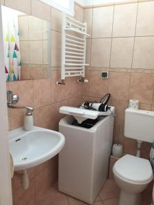 A bathroom at Apartament24-Just in Center