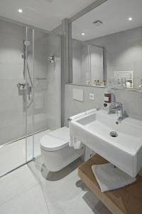Ein Badezimmer in der Unterkunft City Hotel