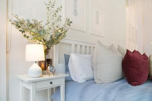 A bed or beds in a room at Luxury Designer Paddington Cottage + FREE WIFI