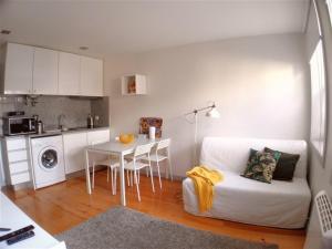 A kitchen or kitchenette at Egas Moniz