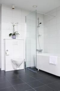 A bathroom at Pop House Hotel