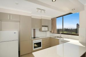 A kitchen or kitchenette at Boulevard Towers