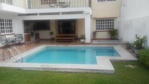 The swimming pool at or near Confortable y segura