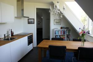 Een keuken of kitchenette bij B&B Kröddeburen