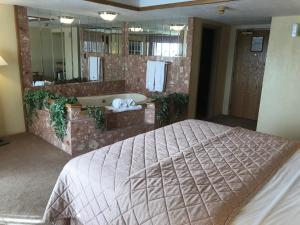 A bed or beds in a room at Riveredge Resort Hotel