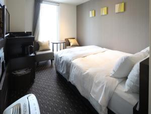 A bed or beds in a room at Akihabara Washington Hotel
