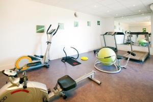 The fitness center and/or fitness facilities at Séjours & Affaires Genève Gex Les Rives Du Léman
