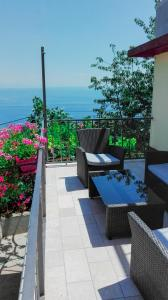 A balcony or terrace at Apartment Bugenvilija