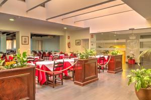 A restaurant or other place to eat at Hotel Marquesa
