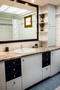 A bathroom at Maisonette House Minos