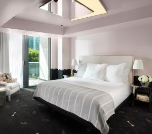 A bed or beds in a room at SLS Brickell