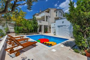 The swimming pool at or near Apartment Mediteraneo