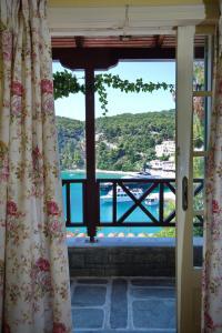 Θέα της πισίνας από το Ξενοδοχείο Λιαδρόμια ή από εκεί κοντά