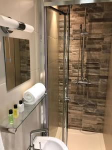 A bathroom at Coleman Apartment