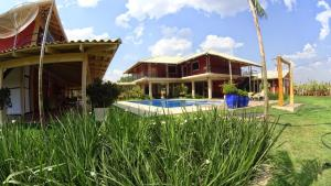 The swimming pool at or near Pousada Cantinho do Sul